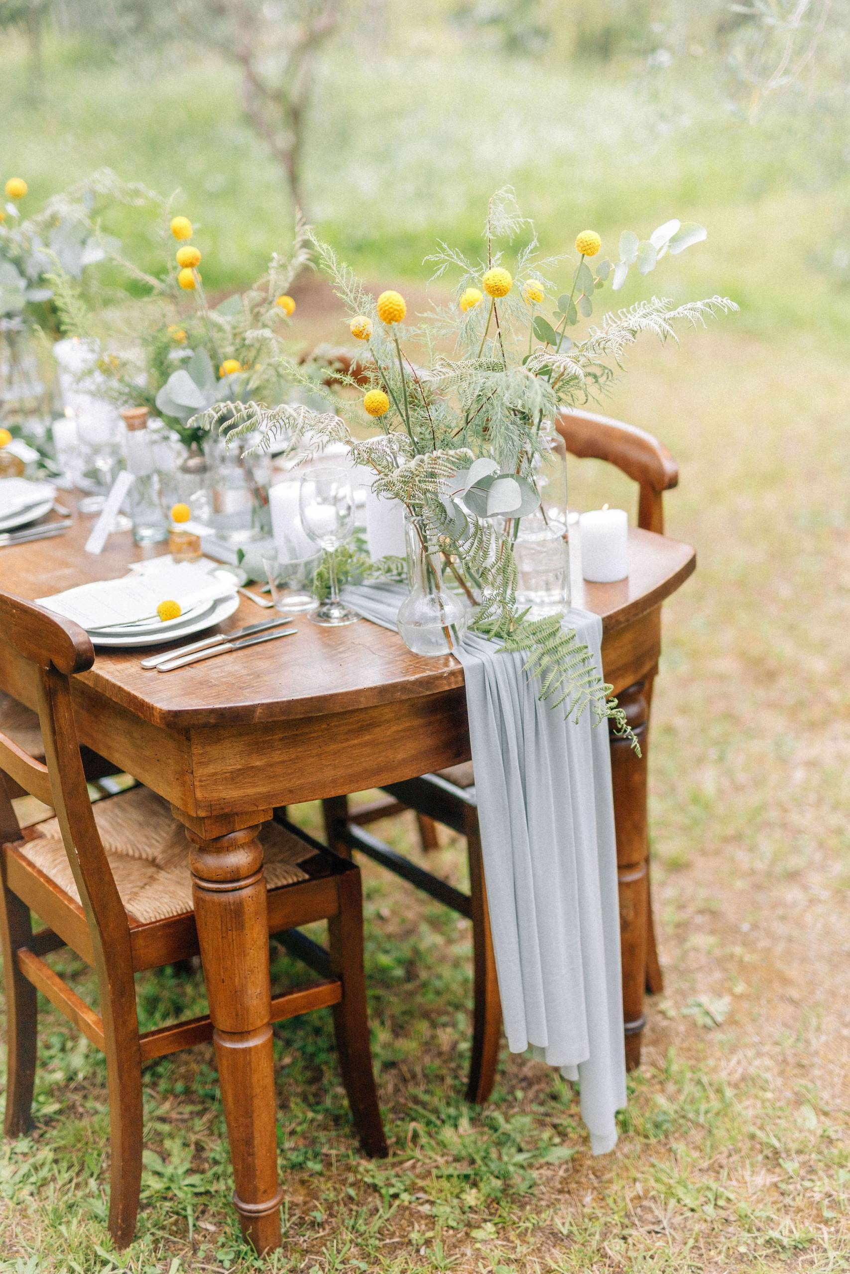 Un piccolo eco matrimonio nell'uliveto-tavolo