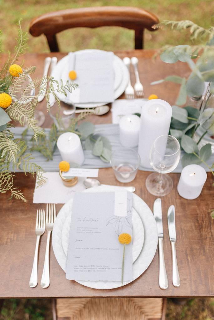 Un piccolo eco matrimonio nell'uliveto-decorazione tavolo