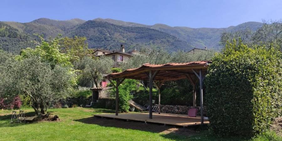 Spazi attrezzati nella natura: il teatro naturale e la pedana olistica